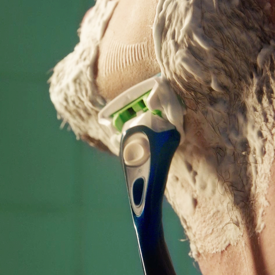 Comfortably shaves up to 7 days of stubble with less tug<br />  & pull* <br />